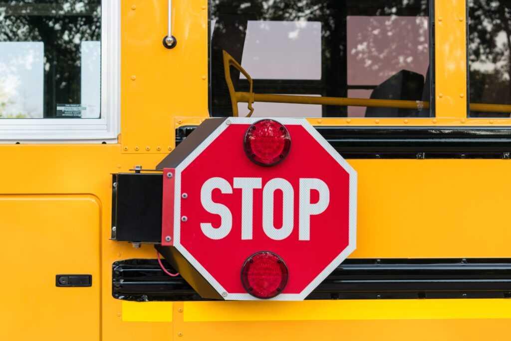 Règlements concernant le bras d'arrêt des autobus scolaires: Notions de base